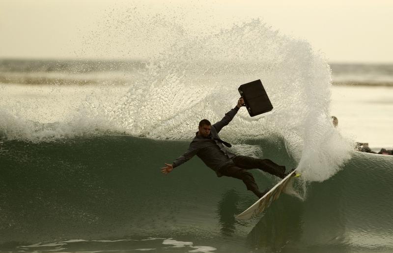 Briefcase surfer