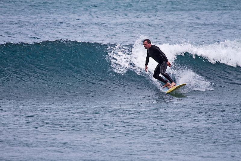 Alex surfing Lanza no gut