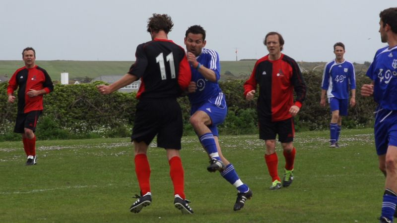 Wade on left, Guerrini no 11, Mulholland looking on (Dynamo Choughs v Isles of Scilly)